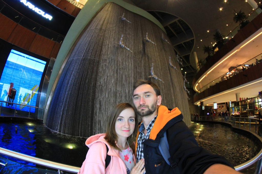 Дубай, торговый центр Dubai Mall, водопады