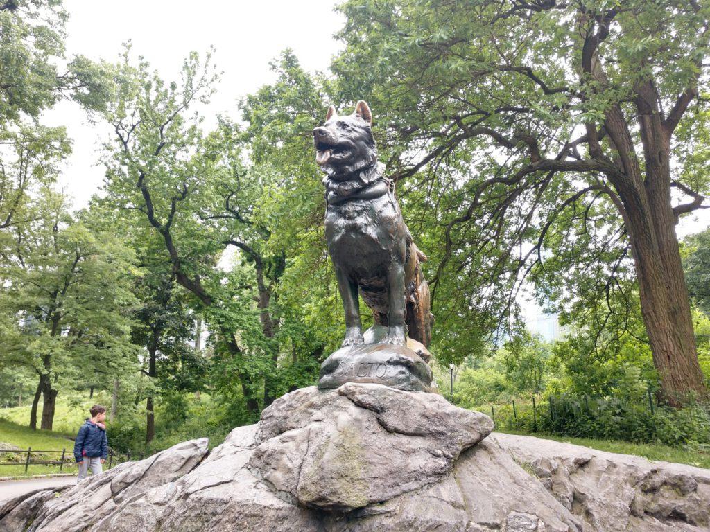 США, Нью-Йорк, Централ Парк, памятник собаке Балто