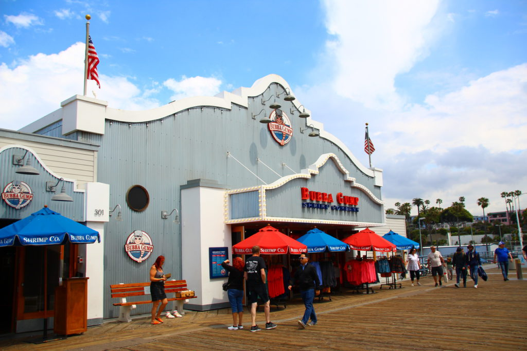 USA, Los Angeles, Santa Monica Pier, Bubba Gump Restaurant